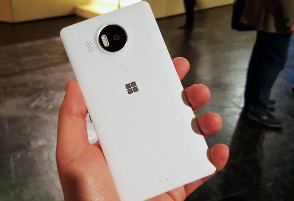 Lumia-950-xl-hands