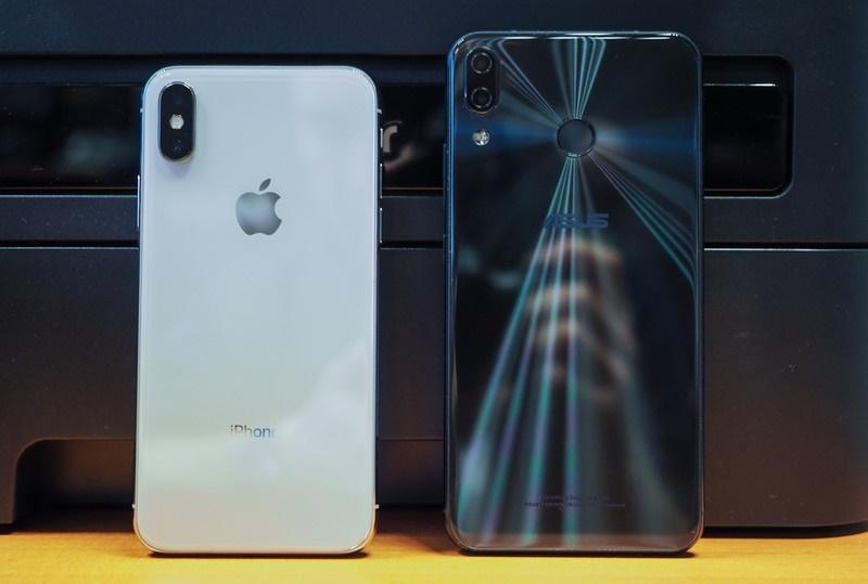 Ainda que parea um iphone x este o novo asus zenfone 5 5z mantendo cmeras traseiras duplas os dois sensores sony imx363 de 12 megapixels em ambos os modelos tem abertura f18 e conta com a estabilizao ptica ccuart Choice Image